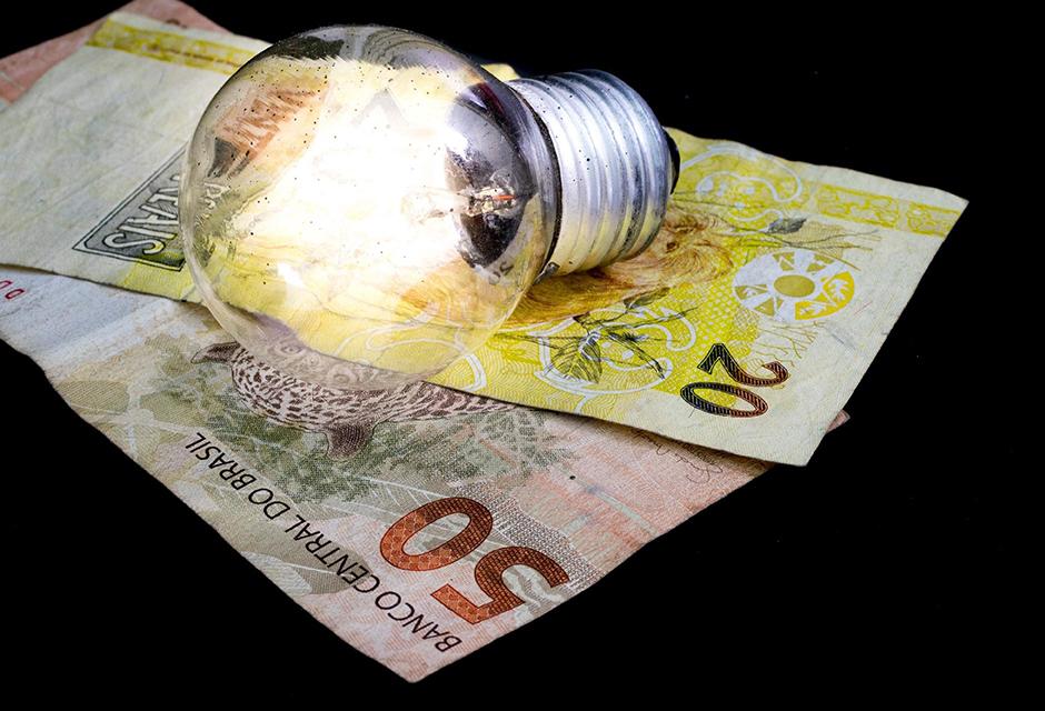 Conta de luz fica mais cara em cidades atendidas pela CEMIG