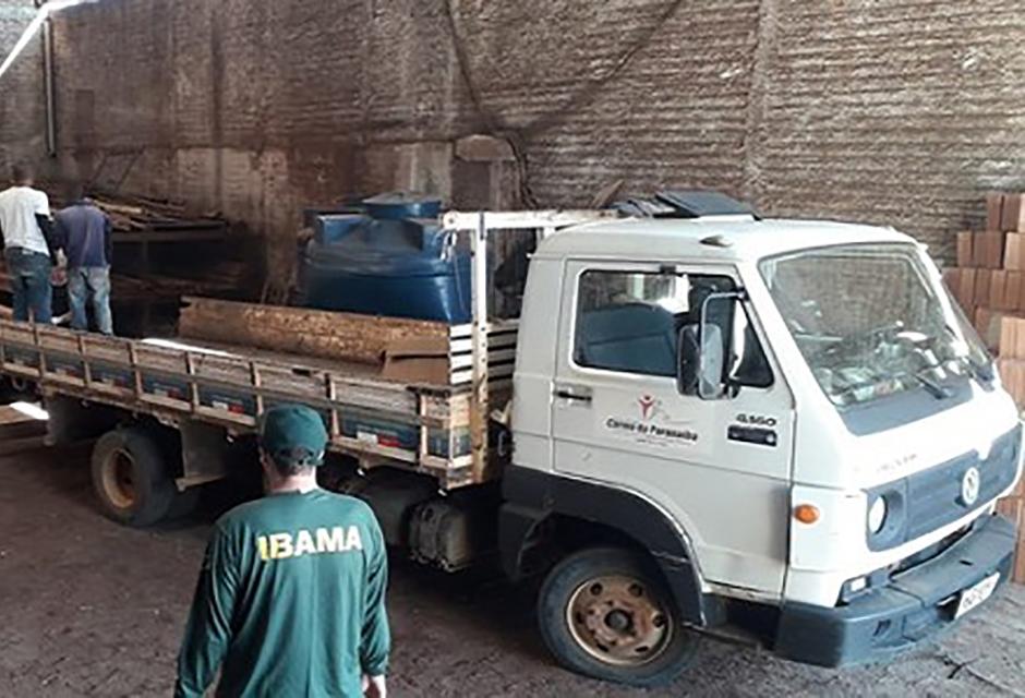 Madeireiras de Lavras estão sendo fiscalizadas durante operação do Ibama